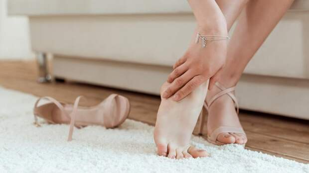 Врач назвала холодные ноги признаком опасных заболеваний