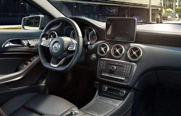 Mercedes-Benz привез в Россию обновленный A-класс с дизелем от Duster