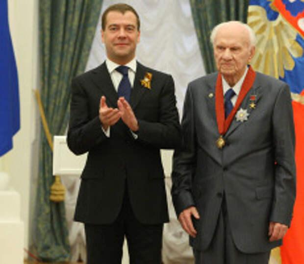 Дмитрий Медведев и Анатолий Савин. Фото: Михаил Климентьев / РИА Новости www.ria.ru