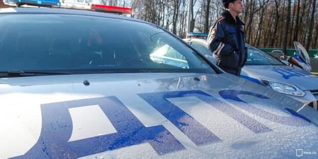 Водитель каршеринга отвлекся на смартфон и врезался в легковушку на Ленинградке
