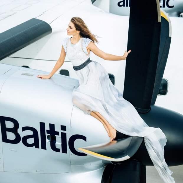 Авиакомпания airBaltic представила сексуальный календарь на 2016 год