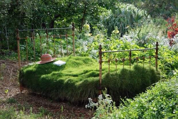 Кровать в саду 2