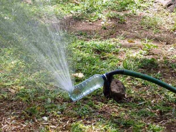 Водяной распылитель для полива газона бутылка, пластик