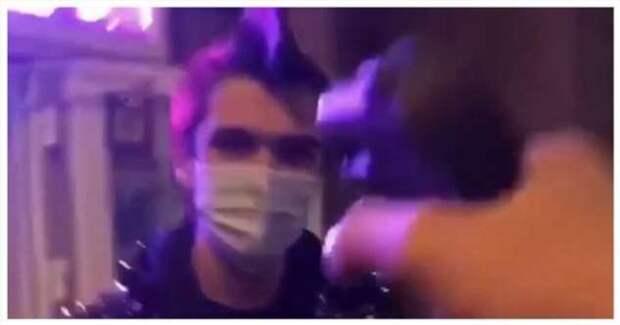 Неизвестный выстрелил в лицо парню с ирокезом из сигнальной ракетницы (1 фото + 1 видео)
