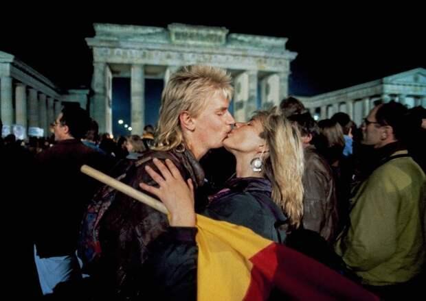 Berlin. October 3, 1990. Celebration of re-unification TH.jpg