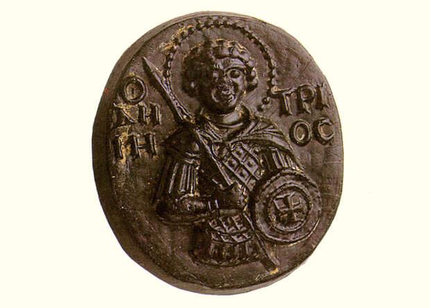 Стеклянная иконка-литик с изображением Святого Дмитрия, 13 век. Находится в монастыре  Хиландар на Святой Горе Афонской.