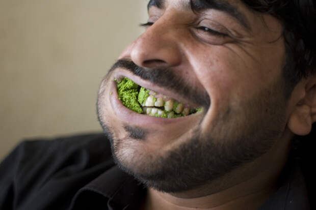 mg_6402_chewing_qat