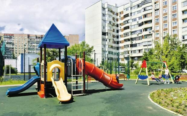 Ограничители на мостике игрового комплекса восстановили/Денис Афанасьев, «Юго-Восточный курьер»