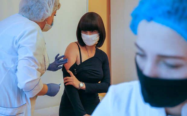 На Украине сообщили о первых побочных эффектах после вакцинации от коронавируса