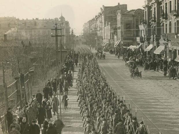 Проход колонны антантовских войск (канадцы) по Светланской