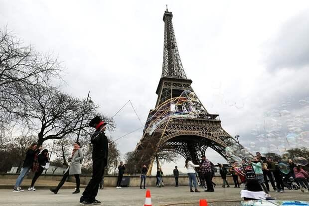 Эйфелева башня открылась после почти девятимесячной спячки