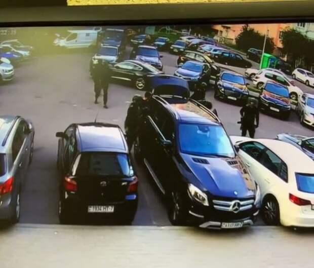 В Беларуси задержаны известные телеведущие Денис Дудинский и Дмитрий Кохно