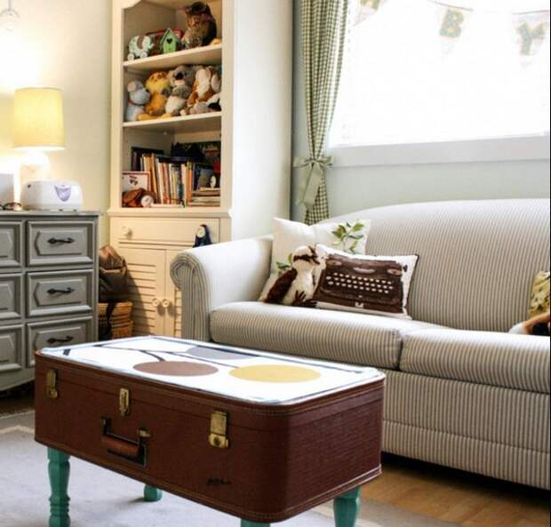 Чемоданный столик фото