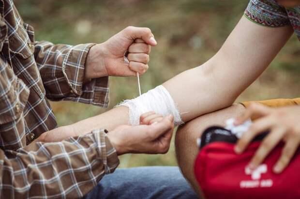 Столбняк – это серьёзно. Как лечить порезы, проколы и другие летние раны