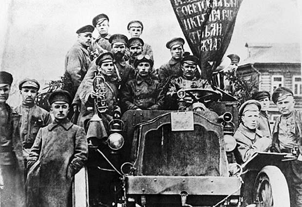 Но большевики завоевали власть и удержали ее не потому, что это надо было Германии или кому-тот еще. Именно в этот период стало ясно, что только опора на народ спасет страну
