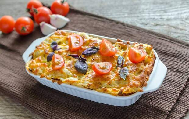 Слоеная куриная запеканка с морковью и шпинатом
