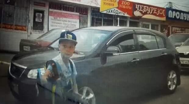 Водитель Севастополя хотел оторвать уши выжившему на дороге мальчику