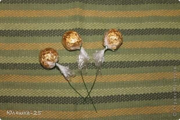 хризантемы из конфет МК (5) (520x347, 49Kb)
