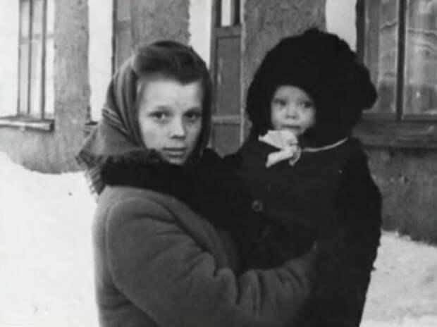 Как выглядела в детстве неземная Галина Беляева, и как преображалась с годами ее красота
