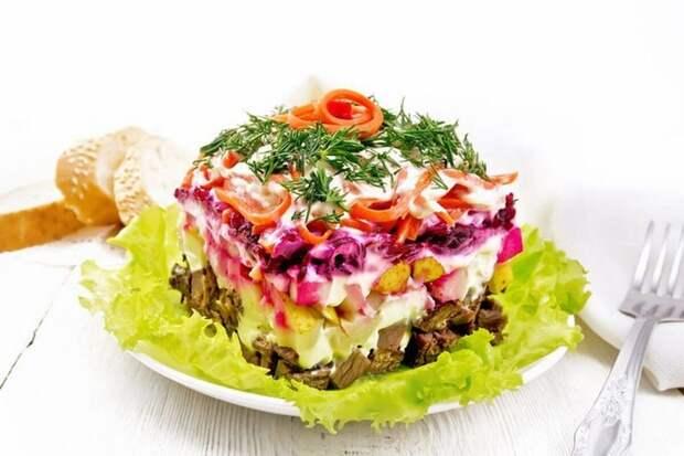 СЛОЕНЫЙ салат «ЧАРОДЕЙ» — пикантный и яркий
