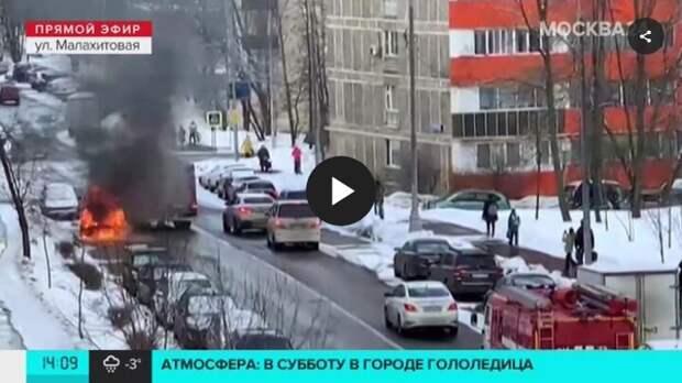 На Малахитовой сгорел припаркованный автомобиль