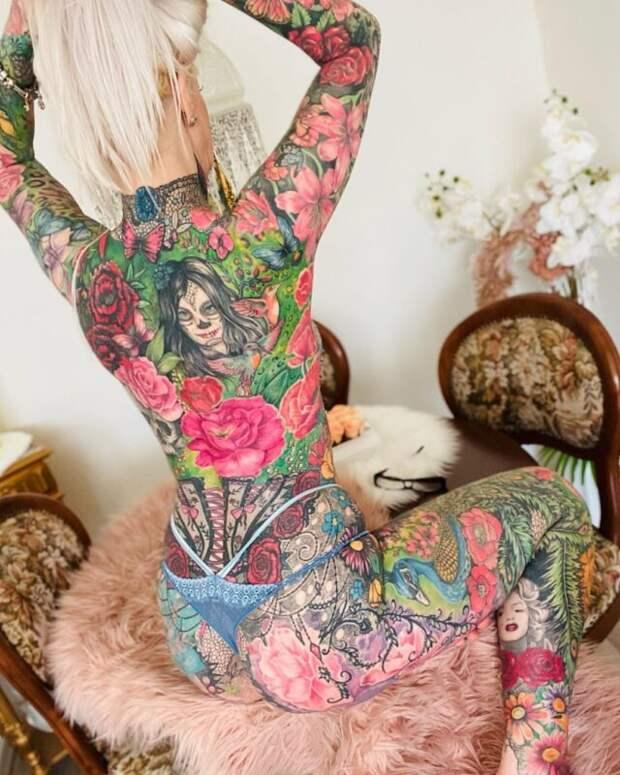 «Яхотела добавить немного цвета»: 50-летняя немка сделала одно тату иуже несмогла остановиться