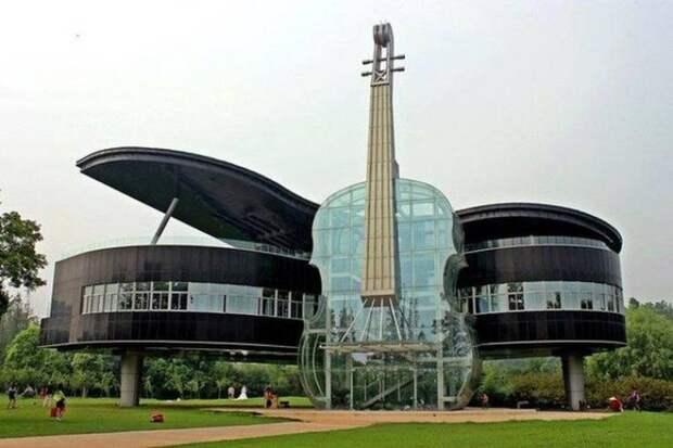Здание в форме гитары