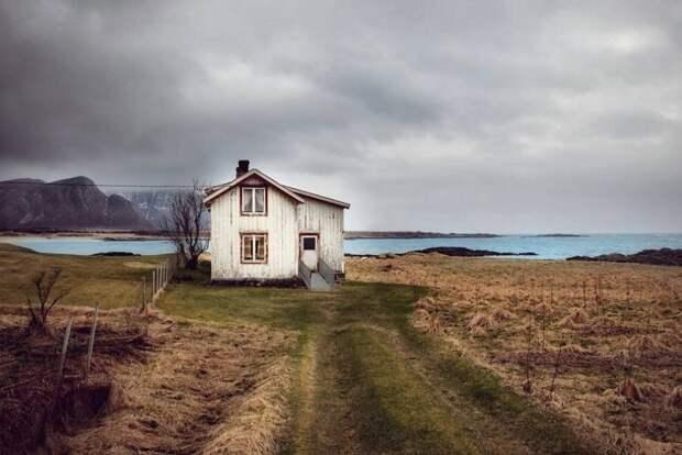zabroshennye-udalennye-doma-za-severnym-polyarnym-krugom-fotograf-Britt-Mari-Bay_25