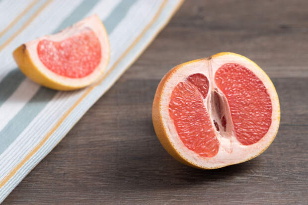 Диетолог развеял миф о жиросжигающих свойствах грейпфрута