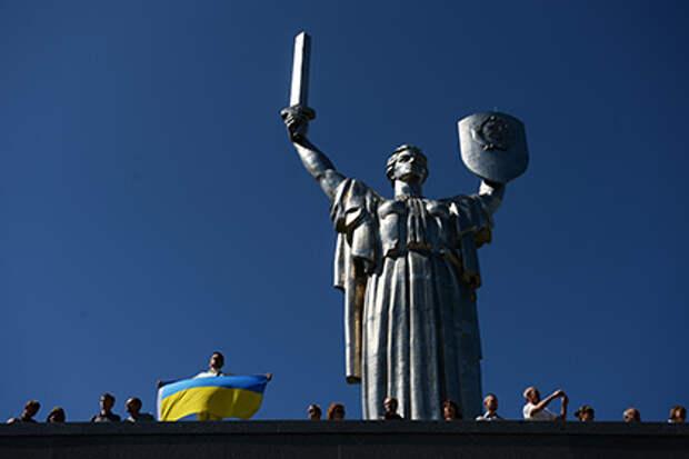 Киевскую «Родину-мать» оставят без герба СССР