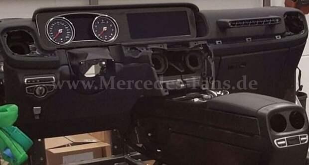 Полет по приборам: первое изображение интерьера нового Mercedes-Benz G-класса