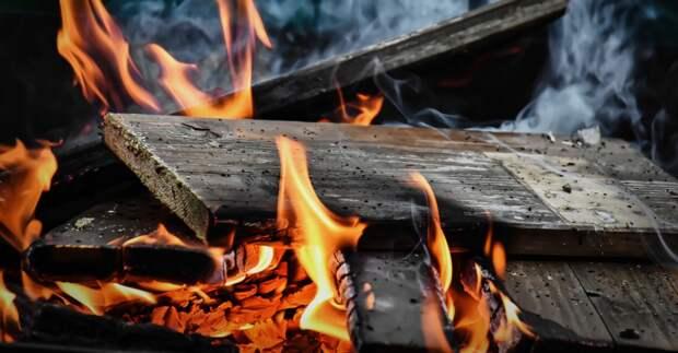 Один человек погиб на пожаре в заброшенном здании Севастополя