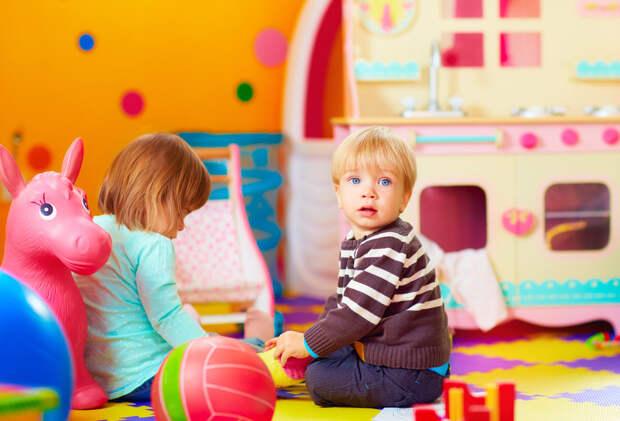 Не везите новогодние подарки в детские дома!