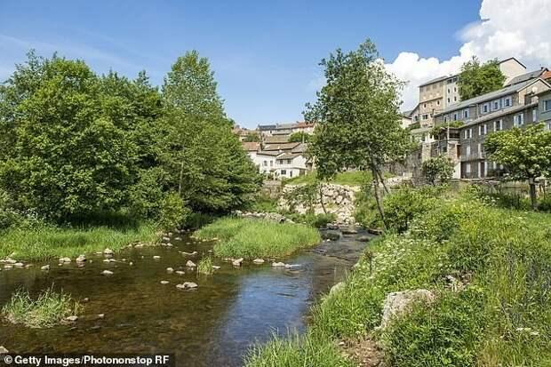 Мужчина оставил 2 млн евро жителям французской деревни, спасшей его семью от нацистов