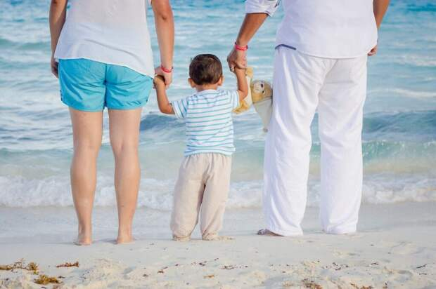 family-1111818_1280-1024x682 Отдых с детьми на море: правила безопасности