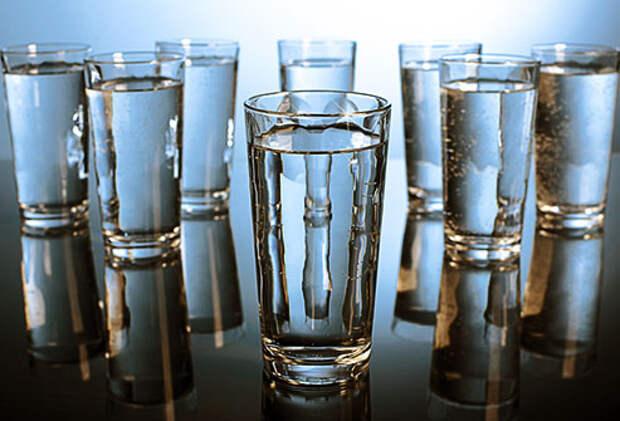 Выпивать восемь стаканов воды в день Фото:webmd.com
