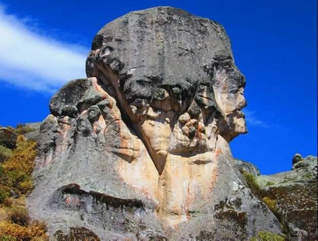 Похоже на голову египетского Сфинкса. Источник https://travelask.ru/blog/posts/21586-markauasi-chto-eto-ostatki-drevney-tsivilizatsii-ili-neobych