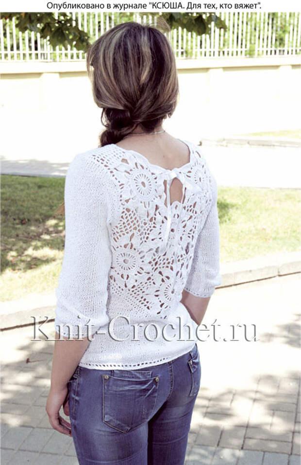 Пуловер с ажурной вставкой на спинке.