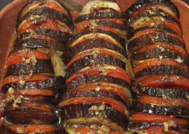 Баклажаны с помидорами и чесноком – настоящее объедение!