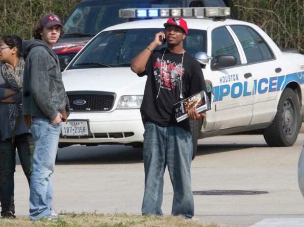 МОЛНИЯ: Повстанцы атаковали управление полиции в Техасе