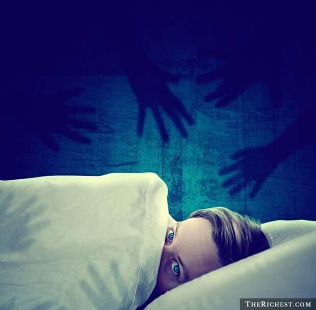 10 невероятных странностей, которые люди делают во сне