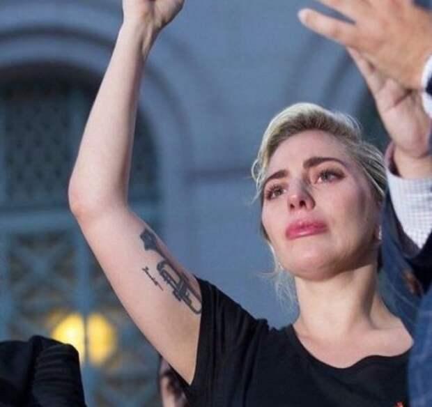 Леди Гага произнесла речь в честь памяти жертв теракта