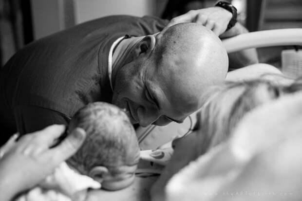 Папы впервые видят своих новорожденных детей