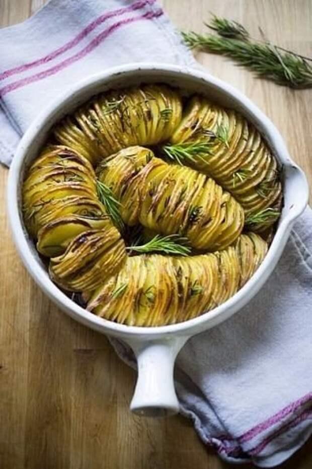 Картофельная гармошка с чесноком.