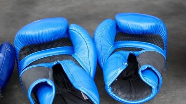 Российский боксер Бетербиев защитил пояса чемпиона мира по версиям WBC и IBF