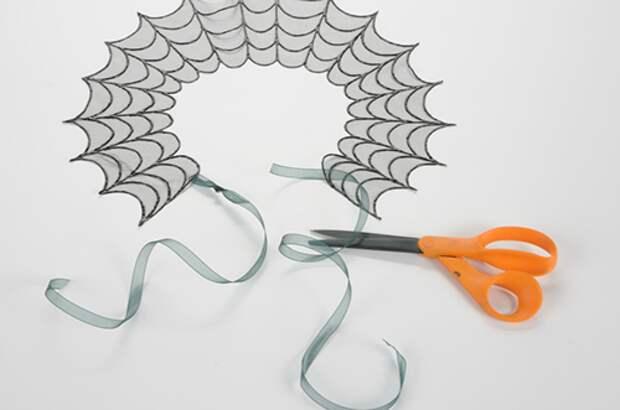 Украсьте декольте паутиной!