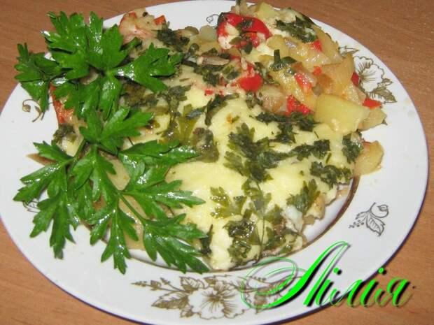 Картофель со шкварками и овощами