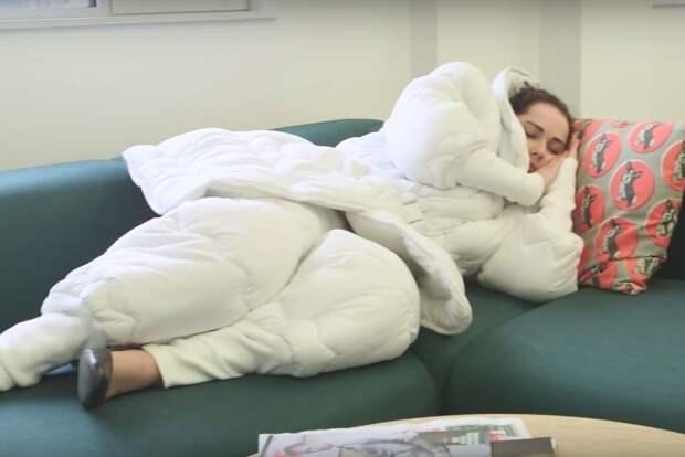 Оригинальный костюм-одеяло для тех, кто любит поспать