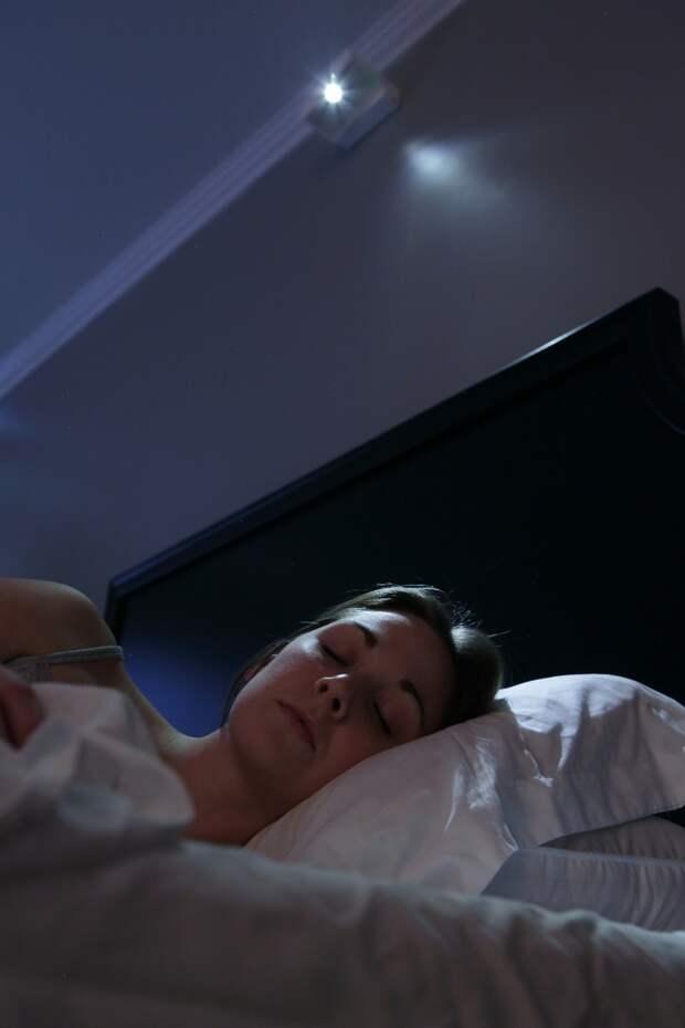 Персональный восход солнца над кроватью