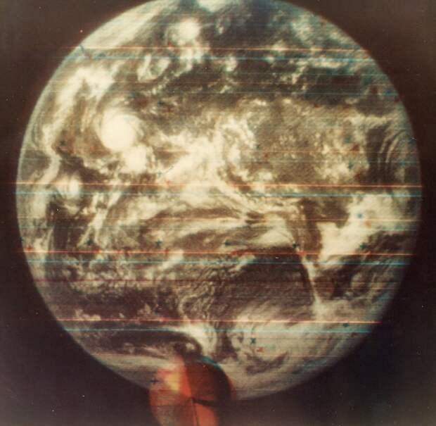 1967, август. Первый цветной снимок Земли из космоса